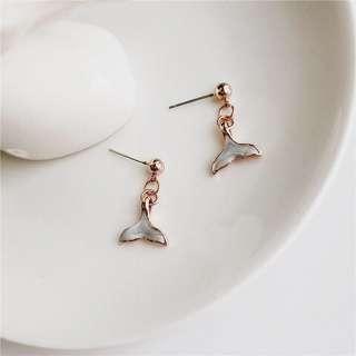 現貨》Bazaar 韓國魚尾耳環 大理石色