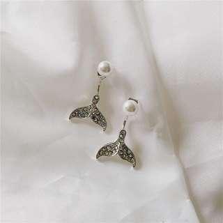 現貨》 Bazaar 韓國魚尾耳環 鑽面