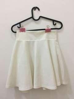 SALE MARET! rok putih