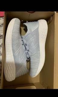 New Balances Sneakers