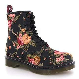 🚚 Dr Martens Boots in Floral
