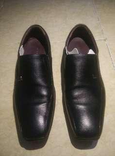 Buccheri Sepatu Kulit Pantofel Hitam