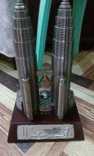 Malaysia's Twin Tower ( Rm.120 riingit /1,700 in peso )