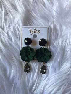 Emerald flower with diamond earring