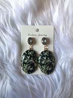 Oriental classic earring - black