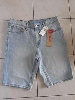 STEAL! LEVIS Stretchable Denim Shorts, 30 BUT FITS UP T0 32