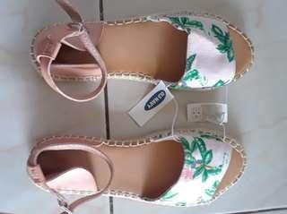 STEAL PRICE OLD NAVY SANDALS WOMENS SIZE 10