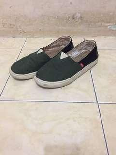 """Sepatu Hijau Tua """"WAKAI"""""""