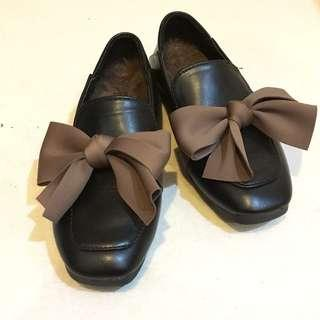 Lady's flat with ribbon