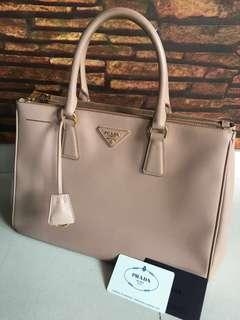 0f9a80bea384 prada bag saffiano lux tote | Bags & Wallets | Carousell Singapore