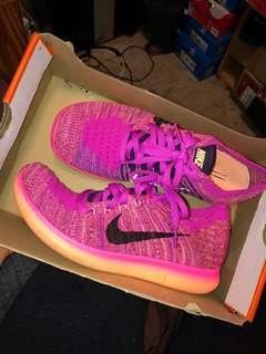 Nike flyknit free runs size 5.5Y