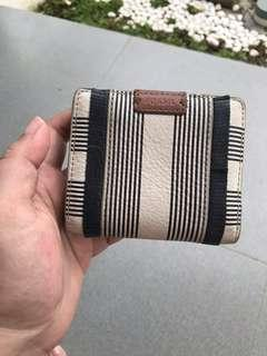 Dompet fossil kecil