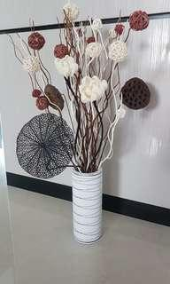 Centre piece/TV console dry flower display set