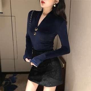 🚚 韓版性感V領修身顯瘦百搭上衣