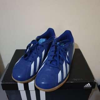 Sepatu Futsal adidas wanita / perempuan