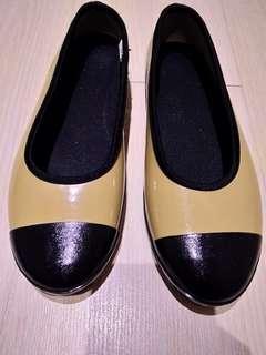 Rain shoes size 39                                           水鞋