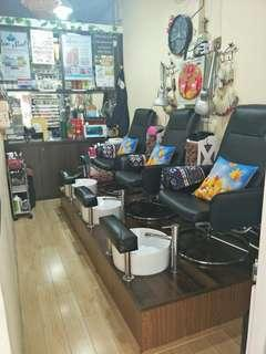 Nail salon seat space for rent