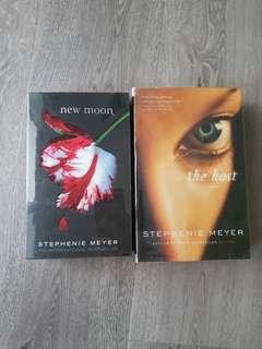 🚚 THE HOST & NEW MOON by Stephanie Meyer