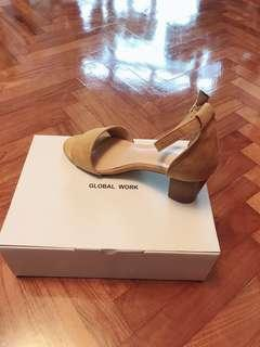 Global Work 泥黃色高跟涼鞋