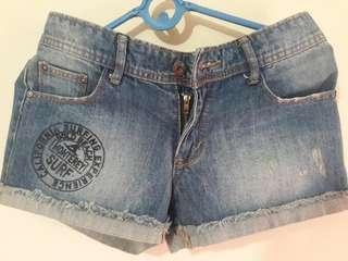 Celana Pendek Jeans. Denim pant