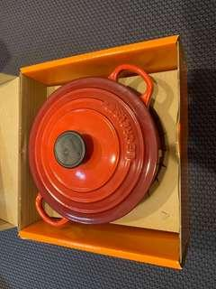 🚚 Le Creuset 新款圓形琺瑯鑄鐵鍋 18cm 1.8L 火焰橘 法國製 新式 鑄鐵鍋 橘色