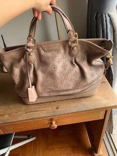 ac62b30a26ca Louis Vuitton 💯 pc Authentic handbag