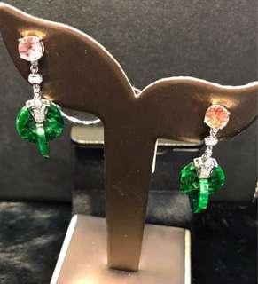 天然翡翠耳環,18K白豪華鑲嵌,色辣,二合一兩用款,可以分開佩戴,耳釘係粉碧璽,非常特別的款式。