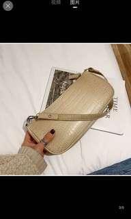 🚚 Beige handbag