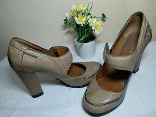 Sepatu chloe