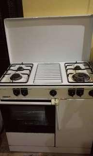 Zanussi Four gas stoves & Build in oven in good condition