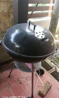 BBQ grill pit in good condition