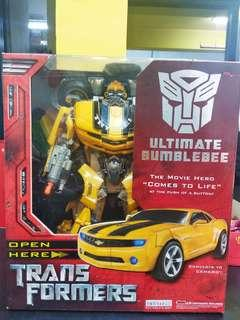 Transformers Ultimate Bumblebee Vinyl figurine