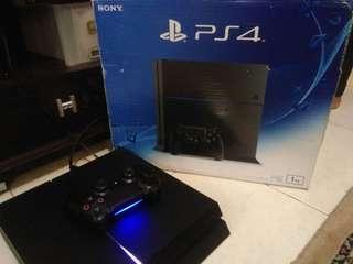 Ps4 fat 1TB + 2 CD game