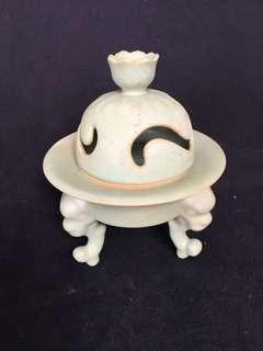 Song Dynasty Ru kiln porcelain decorative mini vase with legs 12cm high at offer