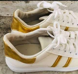 🚚 White gold shoes