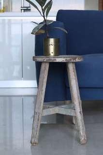 🚚 Rustic wooden stool