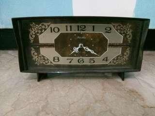 Jam waker antik bentuk persegi