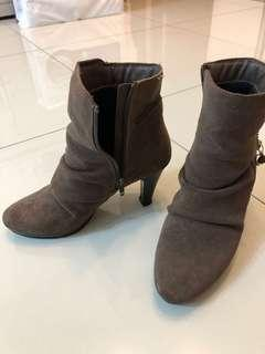 🚚 摺紋靴子