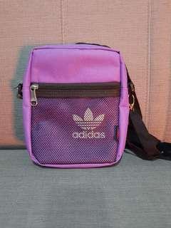 🚚 adidas 側背包