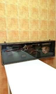 Vintage Long Rifle with in the show case ( display Props ) This item is very rare.