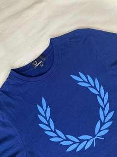 🚚 T-shirt (S) Fred Perry  $25