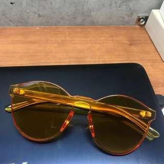🚚 橘色塑膠眼鏡