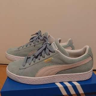 Puma suede green sneaker Size 40.5 WORN ONCE ONLY!