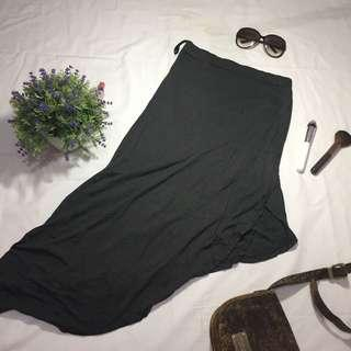 Shopaholic High-Low Slit Skirt
