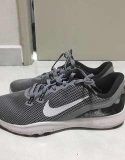 Nike trainers running shoes