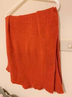 又寬又長超保暖珊瑚紅顯白柔軟圍巾披肩