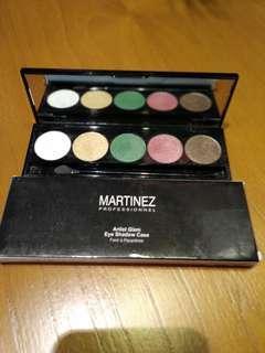 Shadow palette custom plus Mizzu gradical eyeshadow