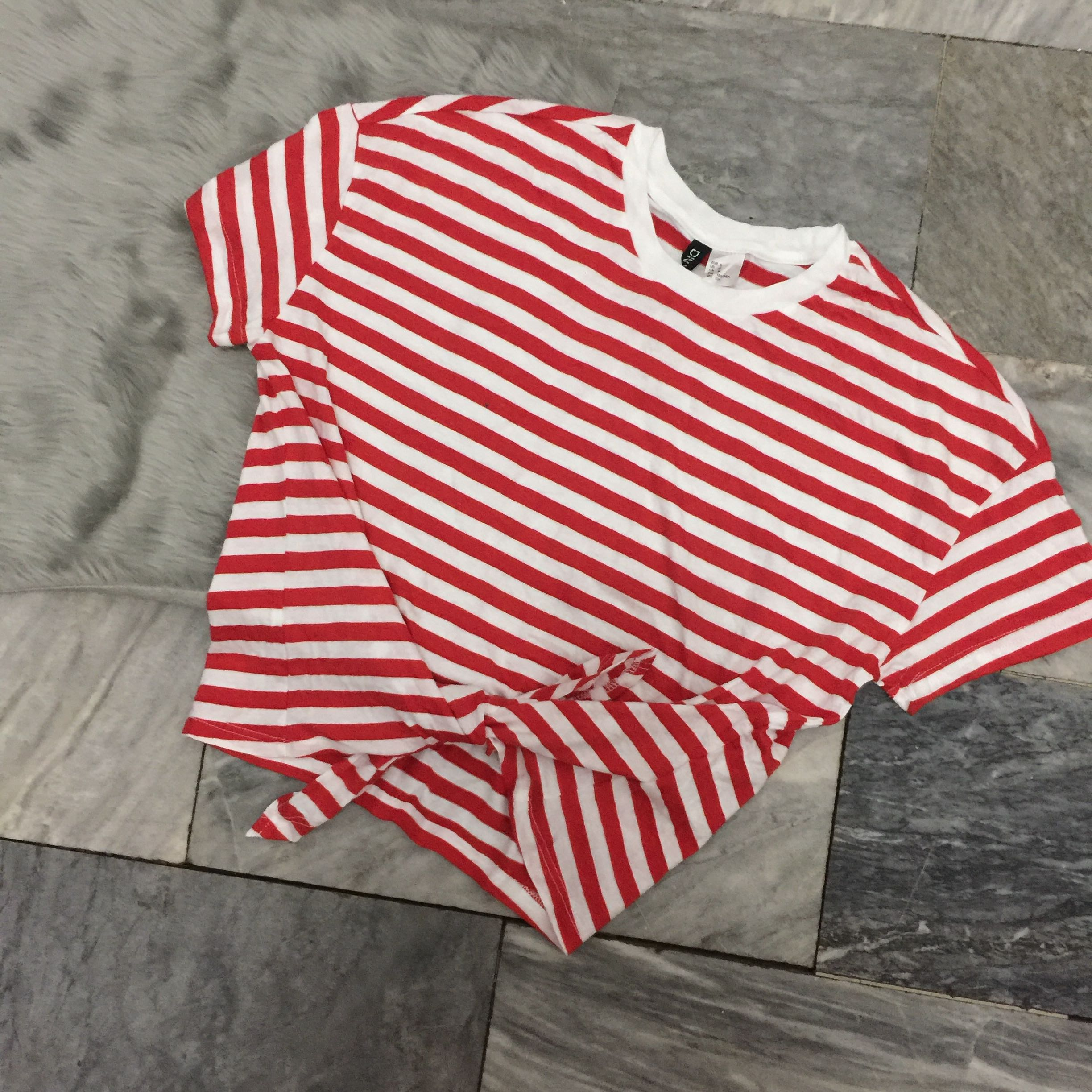 52bb5f1e49 BNWOT H&M Red and White Stripes Tie Crop Top, Women's Fashion, Clothes, Tops  on Carousell