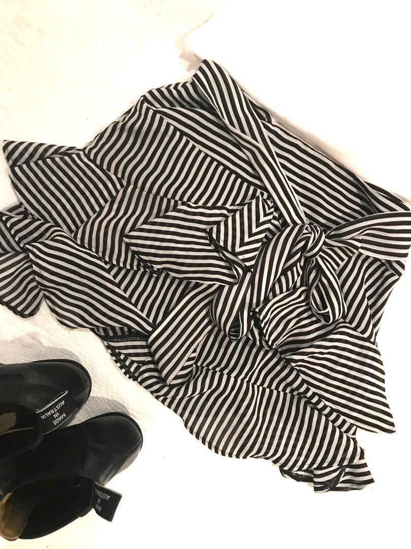 Cute striped skirt. Looks perfect with ankle boots and a tee.