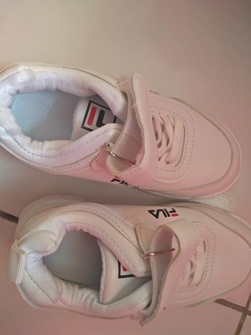 Sepatu snak fila size 28